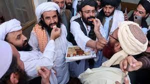 """كيف ساعدت باكستان حركة """"طالبان"""" في الاستيلاء على أفغانستان؟"""