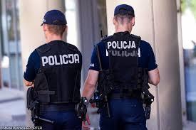 Znalezione obrazy dla zapytania policjanci