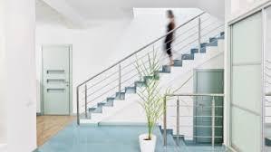Sobald du damit fertig bist, muss die stelle für etwa eine minute trocknen. Treppen Sicherheit Sicher Von Stockwerk Zu Stockwerk Heimhelden