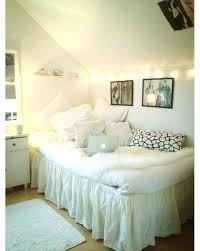 how to decorate a slanted wall bedroom slanted walls in bedroom love this bedroom set up