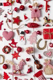 Dekoration Zu Weihnachten Klassisch In Rot Weiß Mit Holz