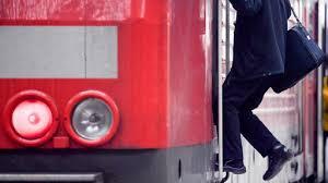 Stattdessen werde man eine urabstimmung durchführen, kündigte die gewerkschaft deutscher lokomotivführer (gdl) am donnerstag an. Deutsche Bahn Lokfuhrer Kundigen Streik An Tagesschau De