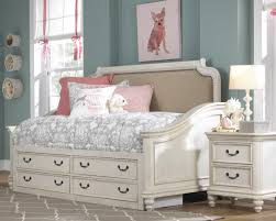 Madison Bedroom Furniture Lawrence Madison Day Bed Bedroom Set In Antique White