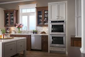 if your kitchenaid range s oven door won t stay closed then one of the hinges may be broken or bent order a replacement part wp9782033 and follow these