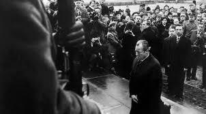Willy Brandt: 50 Jahre Kniefall - Interview mit Olaf Scholz und ...