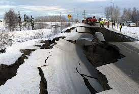 Alaska road collapsed in an earthquake ...
