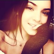 kendall jenner has been making headlines for her natural beauty after she walked shows including marc