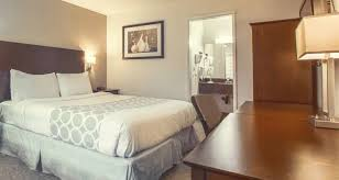 rodeway inn offers budget friendly hotel rooms in los angeles