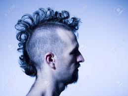 半分坊主の髪と髭を持つ男の横顔 の写真素材画像素材 Image 88586629