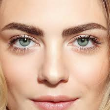 this easy trick will help you conceal your undereye bags