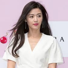 korean celebrities with dark hair
