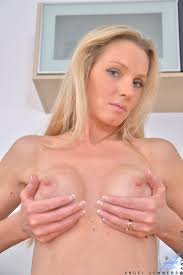 Anilos Anilos Angel Summers Sexy Blonde Housewife Gives You An Up.