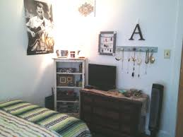 Simple Bedroom For Small Rooms Simple Yet Artsy Decor For Small Room Art Bed Style Design