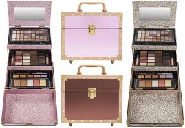 hot 19 99 200 value ulta 72 piece makeup collection carrying case