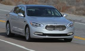 Kia K900 Reviews | Kia K900 Price, Photos, and Specs | Car and Driver