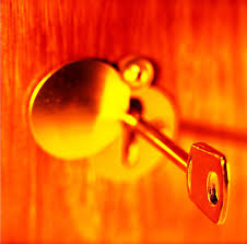 pros and cons of buying a franchise close up of a key in a keyhole