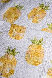 The Pineapple Quilt - Quilty Love & The quilting is a free motion stippling pattern. I'm still in the free  motion practicing stage but it's coming along! Free motion quilting really  is fun! Adamdwight.com