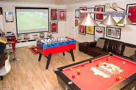 like many entrants mr ciampi s room has a sporting theme with a liverpool