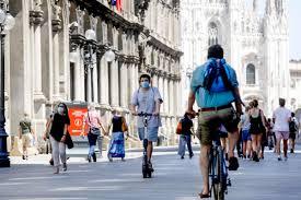 Coronavirus, a Milano quasi la metà dei nuovi positivi ha meno di 24 anni.  L'Ats: «In città più attenti che in vacanza» - News Coronavirus