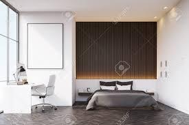 Schlafzimmer Mit Einer Holzwand über Dem Doppelbett Es Gibt Einen