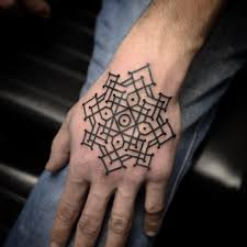 Tattoo хитросплетение линий в тату стиле орнаментал