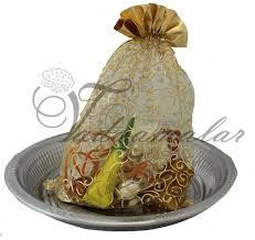 unthinkable indian housewarming gift idea return for in indium thugil wedding pack traditional usa
