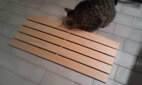 IKEA Hackers: Wooden bathmat/duckboard