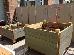 easy diy raised garden bed on wheels