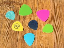 picture of recycle plastic into guitar picks
