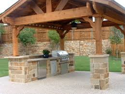 outdoor kitchen w stone columns