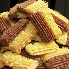 Ada 5 resep kue kering yang akan kita pelajari di bawah nanti, seperti kue nastar, kue kacang, kue bawang, dll. 15 Resep Kue Kering Goreng Dari Tepung Terigu Renyah Praktis