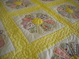 Old-Fashioned Quilts From the Past & Floral Patterned Quilt Adamdwight.com
