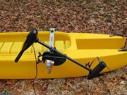 electricv trolling motor mounted on a fishing kayak