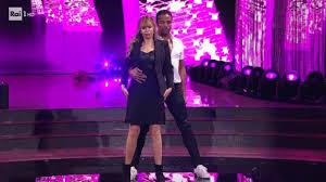Alessandra Mussolini e Maykel Fonts - Freestyle - VIDEO - Ballando 2020 -  Giornal.it