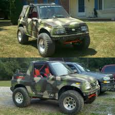 A Geo Tracker spray painted camouflage : Shitty_Car_Mods