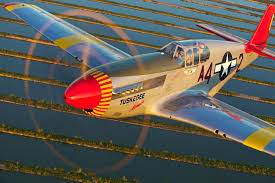 pilot spotlight doug rozendaal red tail squadron doug rozendaal piloting the p 51c mustang tuskegee airmen photo by adam glowaski