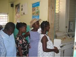 Resultado de imagen para fotos de decenas de haitianos en el hospital arturo grullón en santiago