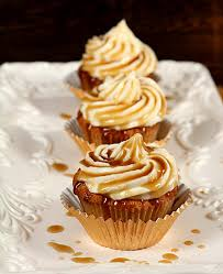 jack daniels honey whiskey cupcakes with a boozy drizzle