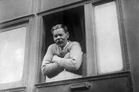 Кто звучит гордо Максим Горький хотел воспитать сверхчеловека в  Максим Горький вернувшийся из Италии в СССР 31 мая 1928 года