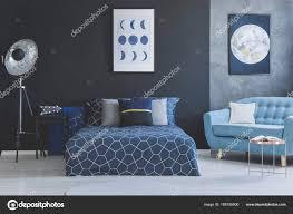 Blaues Sofa Im Schlafzimmer Innenraum Stockfoto Photographeeeu