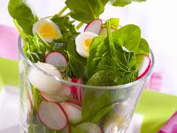 Znalezione obrazy dla zapytania salad with lettuce, spinach and sorrel with radish and egg