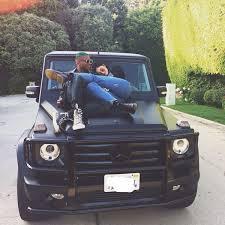 Kylie kristen jenner (los ángeles, 10 de agosto de 1997) es una empresaria, socialité, diseñadora y modelo estadounidense. Kylie Jenner Cuddles Up To Green Haired Bestie Shamari Maurice On Black Mercedes Mirror Online