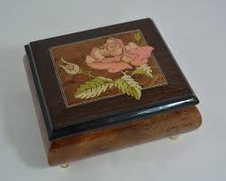 Beautiful musics are the starting point for all dreams 『music box』. Amazon Com Made In Italy Sorrento Inlaid Inlaid Rose Burl Musical Jewelry Box The Rose Sankyo 18 Notes Home Kitchen