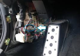 how to disable is300 vsc trac lexus is forum once removed and facing you wires away from you see pic below locate the 4 wire it will be on the upper right side of the connector face colored