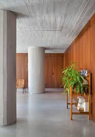 Há no mercado diferentes modelos adaptáveis de revestimento para cozinha, sala, banheiro, quarto e áreas externas. Pilares Redondos Na Arquitetura Da Coluna Classica Ao Suporte Escultural Moderno Archdaily Brasil