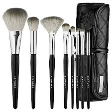sephora s tools of the trade brush set conns of eight high quality professional grade brushes it es with a cool brush roll which fits easily in the
