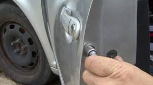 How to change your door lock in the Jetta - YouTube