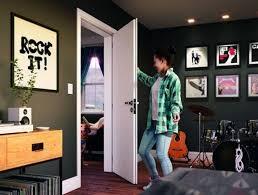 As portas de madeira são esquadrias valorizadas para a decoração de casa. Porta Interna De Madeira Completa Espaco Ambiente