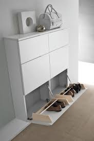 Objet dco ou rangement discret, le meuble  chaussures permet de ranger