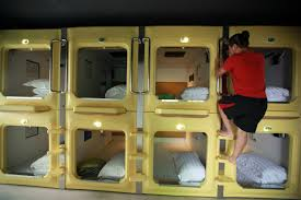 s capsule hotel a room no view